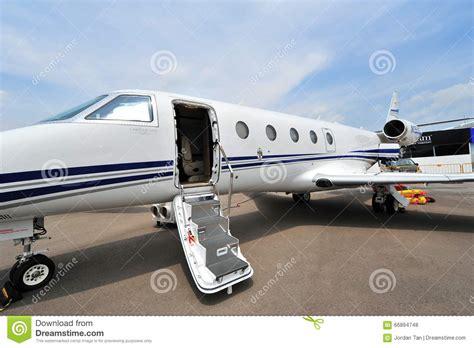Jet Door by Jet Door Pilot Standing At The Door Of A Jet Stock Photo 47802348 Quot Quot Sc Quot 1 Quot St Quot Quot 123rf