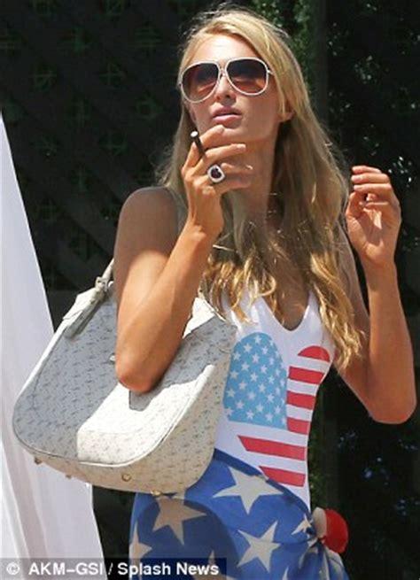 2014 britney spears smoking cigarettes パスワード認証