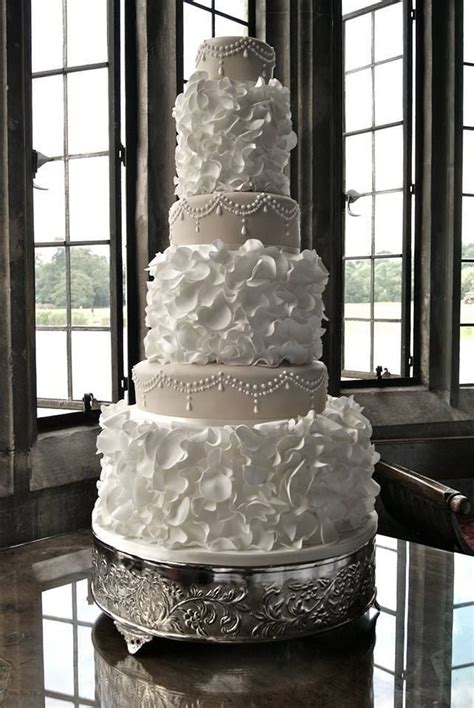 Big Wedding Cakes by 25 Best Ideas About Big Wedding Cakes On