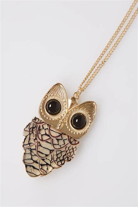 gold necklace with tortoiseshell owl pendant