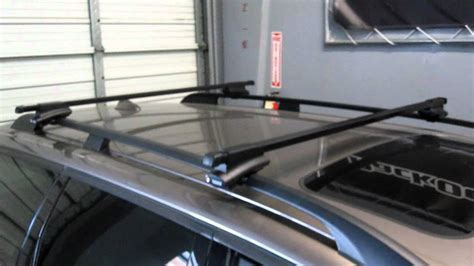 Volvo Roof Rack by Volvo Xc70 With Thule 45050 Crossroad Square Bar Roof Rack