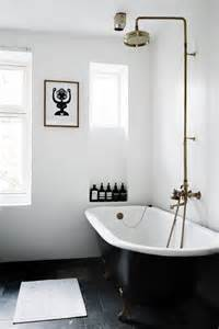 Shower For Roll Top Bath 25 Best Ideas About White Bathrooms On Pinterest