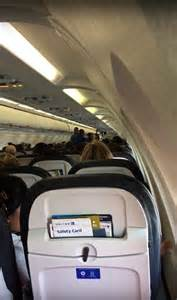 now playing at 35 000 feet united airlines adds free entertain 35 000 feet de politika uyarisi