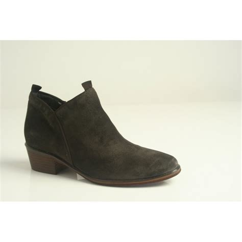 cara cara style quot clipper quot brown suede leather zip