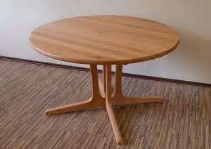 runder tisch ausziehbar e 223 tisch massivholz runder esstisch massiv aus holz