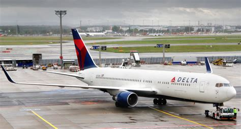 delta r agent struck by tug at laguardia airport