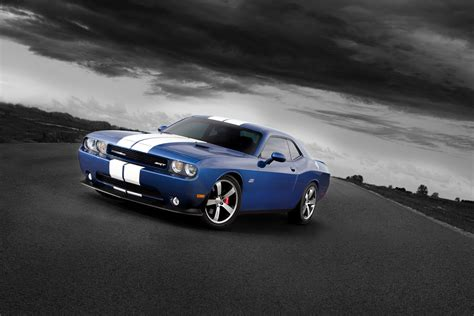 2011 dodge challenger rt 20 quot challenger srt dodge challenger r t classic and srt8 are green with envy