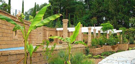 mattoni giardino mattoni in tufo per giardino prezzi idee per la casa