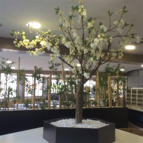 decoracion de arboles con cinta decoraci 243 n de interiores con plantas para eventos y hosteleria