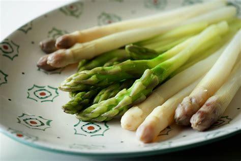 cuisiner les asperges vertes fraiches vid 233 o 201 plucher et cuire les asperges