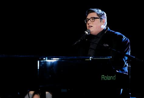 the voice 2015 premiere recap smith sings quot nbc s the voice winner smith performing during s choice awards