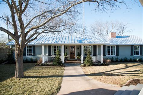 chip and joanna gaines houses the carriage house the home behind the magnolia bed and