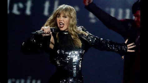 taylor swift dancing with our hands tied review review taylor swift kicks off reputation tour with epic