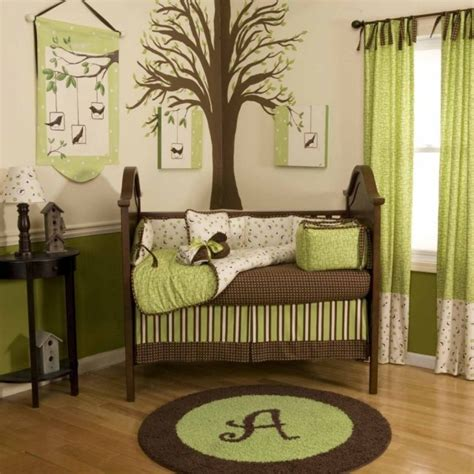 Ordinary Salle De Bain Vert Lime  #5: Chambre-bébé-fille-mur-vert-anis-blanc-rideaux-verts-literie-vert-marron.jpg