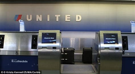 united check luggage united airlines computers go down as passengers are given