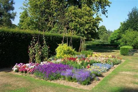 delimitare aiuole giardino aiuole giardini crea giardino quali aiuole per giardino
