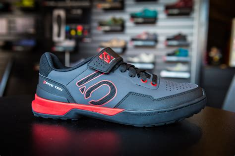 casual road bike shoes 10 stylish spd cycling shoes which look casual not sporty