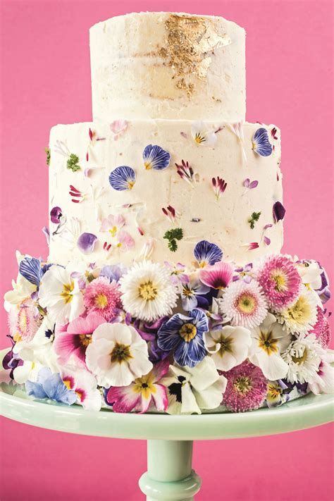 Flower To Decorate A Wedding by How To Decorate A Wedding Or Celebration Cake With Edible