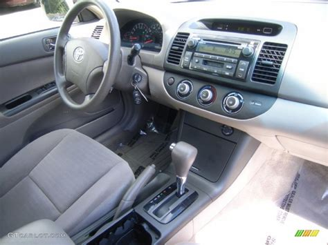 2005 toyota camry interior taupe interior 2005 toyota camry le v6 photo 51372080