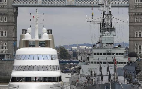 russian tycoon bombproof superyacht on the river thames the day in photos september 7 2016