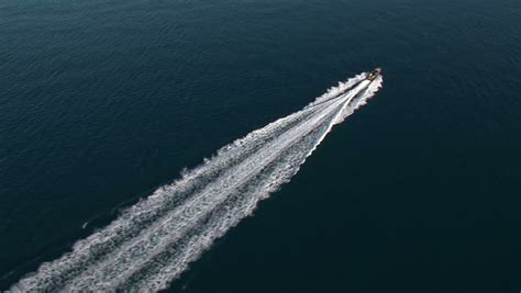 speed boat wake boat wake aerial www pixshark images galleries
