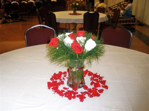 wedding centerpieces with fresh red and white flowers