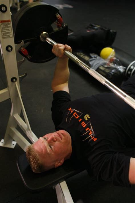 wwe wrestlers bench press wwe wrestlemania bench press brock lesnar in gym