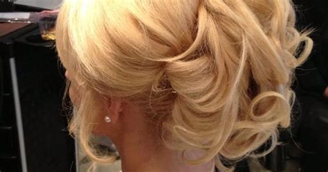 halo extension updo halo extension updo fold the halo in half wrap the wire