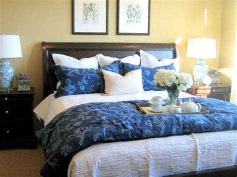 how to dress a bed with pillows 7 ways to arrange bed pillows lumbar pillow accent
