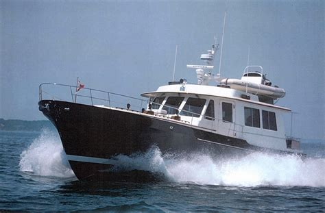 ray hunt design custom yachts    feet  sedan