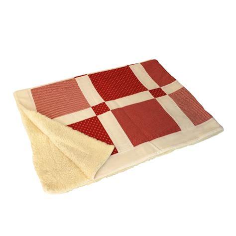 decke rot patchwork decke mit raster motiv rot trademore de