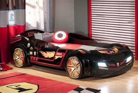 chambre voiture enfant le lit voiture pour la chambre de votre enfant archzine fr