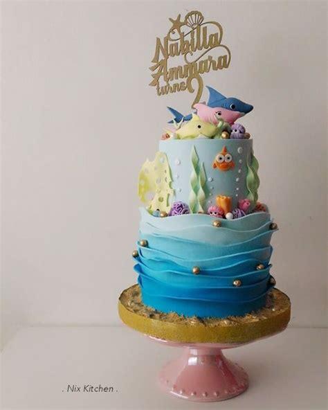 baby shark pink fong cake cake  nikita mahmood cakesdecor