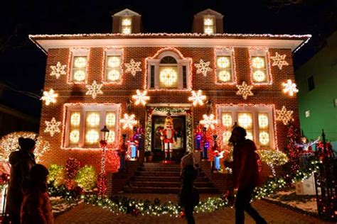 brooklyn heights christmas lights a slice of brooklyn bus tours new york pizza tours more