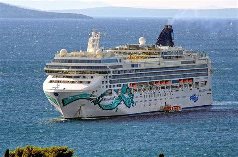norwegian cruise ship jade file norwegian jade ship 2006 imo 9304057 in split