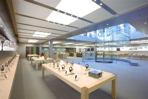 iphone store apple store high apple store traffic distorting mall rent lifting mall sales