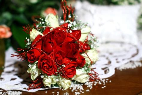 sognare fiori finti bouquet da sposa per matrimonio a natale