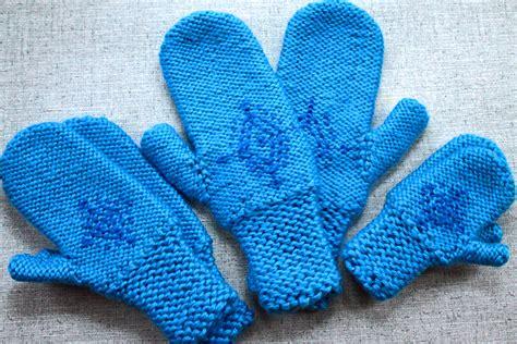 snowflake pattern mittens knitting pattern anna s frozen mittens snowflake gloves