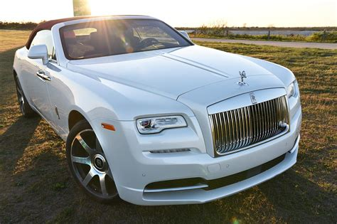 roll royce 2017 first drive rolls royce s gorgeous 2017 dawn convertible