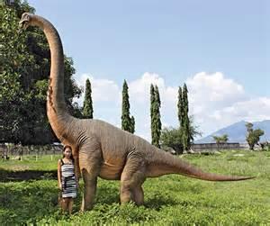 Kitchen Knives Storage massive brachiosaurus dinosaur statue the green head