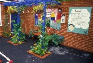 Urban Gardening Los Angeles - garden ideas mural playground elementary