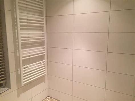 badkamer voegen zilvergrijze voeg badkamer
