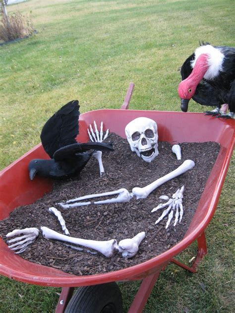Simple Outdoor Decorations by 16 Diy Yard Decorations For The Scariest House Award