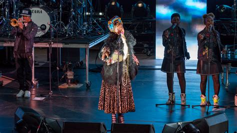 lauryn hill red rocks lauryn hill takes over red rocks flo 107 1