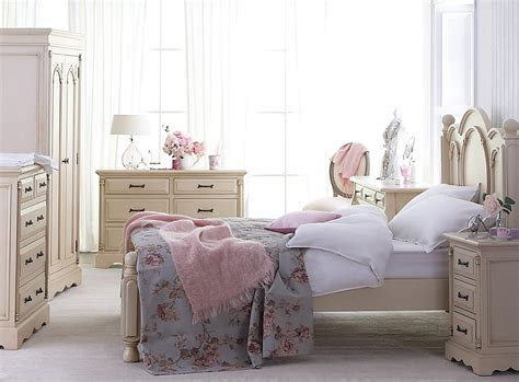 Shabby Chic Bedroom Ideas For A Vintage Romantic Bedroom Look Chic Bedroom Designs