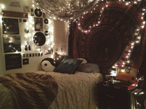 cool wall decoration ideas for hipster bedrooms hipster bedroom wall hanging fairy lights we heart it