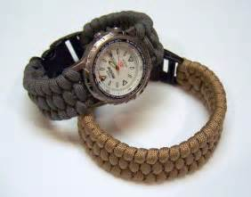 This tutorial will show how to make a paracord bracelet or watch band