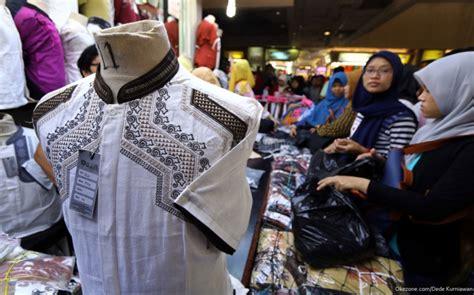 Busana Muslim Lebaran Pasar Warga Mulai Padati Pasar Tanah Abang Okezone Foto