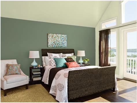 green painted bedrooms 2015 benjamin moore paint color of the year blackhawk