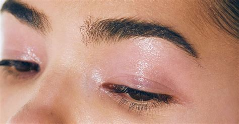 Eyeshadow Jadi Blush On til dan mewah dengan tren makeup glossy eyeshadow